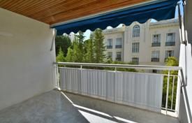 1 bedroom apartments for sale in France. Heart of Cimiez, large 2 room apartment south facing with terrace in a quiet area