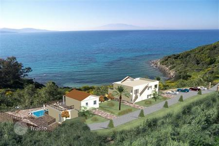 Coastal commercial property in Southern Europe. 2 seaside villas within a plot of 400 m² It's about an unfinished beachfront residential complex with panoramic views and access to the sea