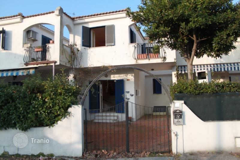 listing 1318737 in villa rosa abruzzo italy townhome tranio. Black Bedroom Furniture Sets. Home Design Ideas