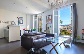 1 bedroom apartments by the sea for sale in Nice. Bright one bedroom apartment in a beautiful building in the center of the city near the sea, Nice, France