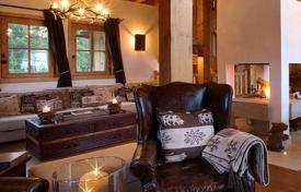 Villas and houses to rent in Savoie. Spacious chalet with stunning views of the mountains, in Courchevel, France. Garage, steam room, Wi-Fi and oher amenities
