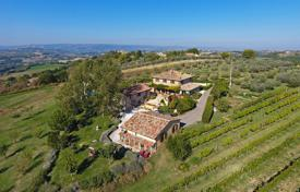 Luxury property for sale in Umbria. Farmhouse with a swimming pool for sale in Umbria, in the municipality of Todi
