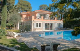 Villas and houses for rent with swimming pools in Saint-Jean-Cap-Ferrat. Superb villa in the heart of Cap Ferrat