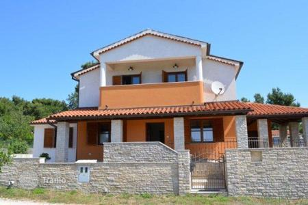 3 bedroom houses for sale in Istria County. New two-storey house with swimming pool, near the sea, in a quiet area of Medulin, Croatia