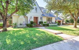 Property for sale in Texas. Large family house in Tudor style, with a plot of land, garden, swimming pool, parking, Fort Worth, USA