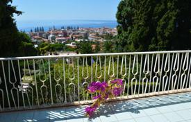 5 bedroom houses by the sea for sale in Bordighera. Villa with view of the sea and the town of Bordighera, short walk from the beach
