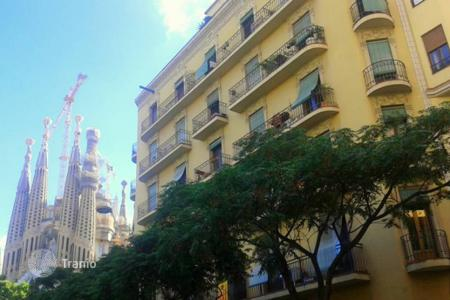 Cheap 1 bedroom apartments for sale in Barcelona. One bedroom apartment with views of the Sagrada Familia in Barcelona center