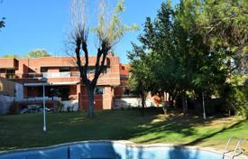 Property for sale in Madrid. Spacious cottage with a garden, a garage and offices, Madrid, Spain