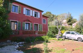 3 bedroom houses for sale in France. Big potential for this lovely 50's house