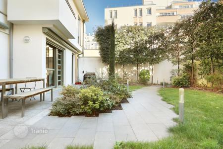 Luxury 4 bedroom houses for sale in Ile-de-France. Paris 19th District – A contemporary property with a garden