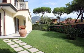 3 bedroom villas and houses to rent in Tuscany. Villa – Forte dei Marmi, Tuscany, Italy
