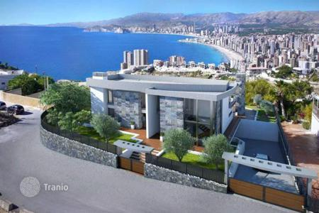 Luxury houses with pools for sale in Benidorm. Superb newly-built villa featuring 5 bedrooms in Benidorm