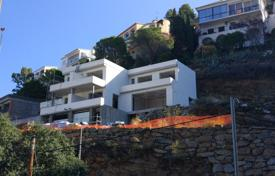 Residential for sale in Roses. Modern townhouse with a swimming pool and a terrace, overlooking the sea, the port and the city of Roses, Spain