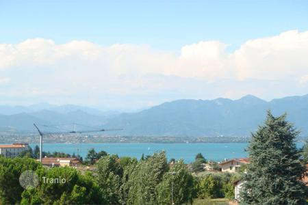 3 bedroom apartments for sale in Desenzano del Garda. Modern three-bedroom apartment with large terrace and a lake view, Desenzano del Garda