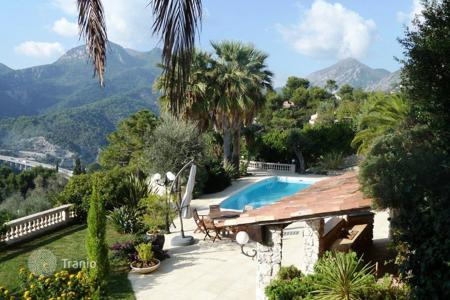 4 bedroom houses by the sea for sale in Menton. Villa - Menton, Côte d'Azur (French Riviera), France
