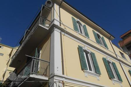 Residential for sale in Abruzzo. In Pescara town centre close to the beach, beautiful apartment with private court yard