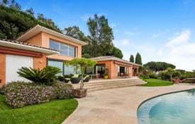 Luxury 3 bedroom houses for sale in Cannes. Modern house with a pool, a garden and a sea view, Cannes, France