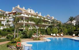 Luxury apartments with pools for sale in Andalusia. AMAZING PENTHOUSE IN LAS LOMAS DE MARBELLA CLUB