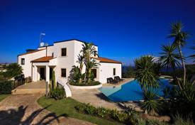 Houses with pools by the sea for sale in Italy. Luxury villa on the sea with swimming pool in Sicily