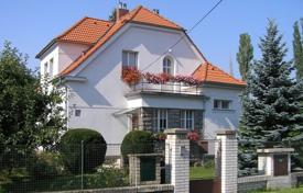 Houses with pools for sale in the Czech Republic. Villa – Praha 9, Prague, Czech Republic