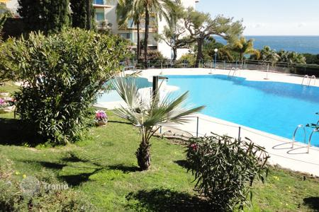 Coastal townhouses for sale in Italy. Terraced house - Sanremo, Liguria, Italy