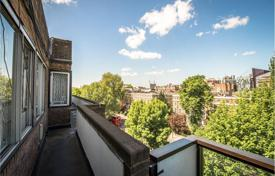 Penthouses for sale in London. Duplex penthouse with terrace and views of the garden, in Hyde Park district, London