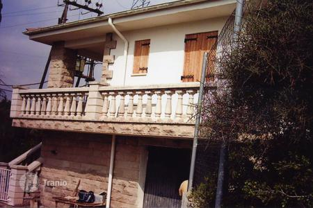Cheap 2 bedroom houses for sale in Catalonia. Villa - Lleida, Catalonia, Spain