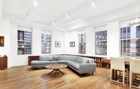 Property for sale in North America. Apartment in a residence with a fitness center, swimming pools and bowling, Manhattan, New York