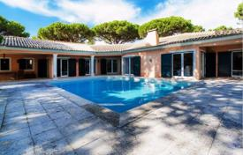 Luxury 4 bedroom houses for sale in Portugal. Villa with well-tended garden and private pool in Quinta da Marinha, Cascais, Portugal