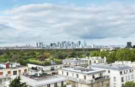 Property for sale in Paris. Paris 16th District - An over 100 m² apartment enjoying open views