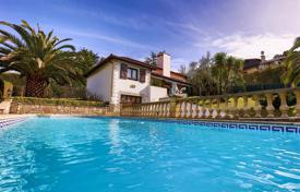 Coastal property for sale in Nouvelle-Aquitaine. Villa with a pool near the beach in Hendaye, Aquitaine, France