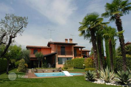 Townhouses for sale in Lombardy. Terraced house - Padenghe sul Garda, Lombardy, Italy