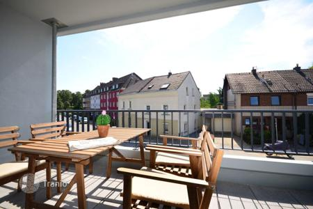 3 bedroom apartments for sale in North Rhine-Westphalia. Spacious apartment with a terrace facing the garden in Wersten, Düsseldorf