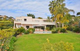 Luxury 4 bedroom houses for sale in Antibes. Villa – Antibes, Côte d'Azur (French Riviera), France