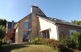 Property for sale in Bagnères-de-Bigorre. Designer villa with an attic and a spacious garden, 20 minutes drive from Tarbes, Bagneres-de-Bigorre, France