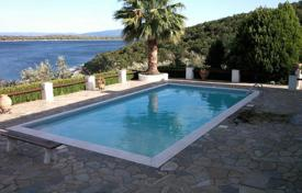 Luxury residential for sale in Thessalia Sterea Ellada. The estate with two large plots with a villa, a guest house, a swimming pool and a private beach, Amaliapoli, Greece. Possible bargain!