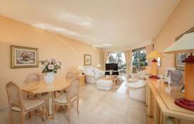 2 bedroom apartments for sale in Côte d'Azur (French Riviera). 2-bedroom apartment with sea views in premium complex with swimming pool and tennis court, Cannes, France