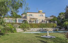 Villas and houses to rent in Côte d'Azur (French Riviera). Charming Provencal villa in prestigious neighborhood in Cannes