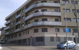 Cheap penthouses for sale in El Vendrell. Penthouse with a LOVELY TERRACE of 40 m² with GREAT VIEWS! At 10 min. to the beach by car.