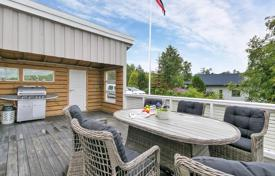 Property for sale in Norway. Detached house with great views, marina and dock for boats Øydegard