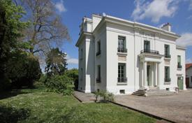 6 bedroom houses for sale in Ile-de-France. Country seat – Ile-de-France, France