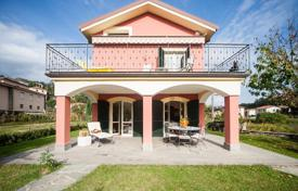 4 bedroom villas and houses to rent in Italy. Villa – Monterosso Al Mare, Liguria, Italy