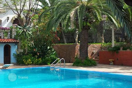 Villas and houses for rent with swimming pools in Sicily. Villa Alcantara