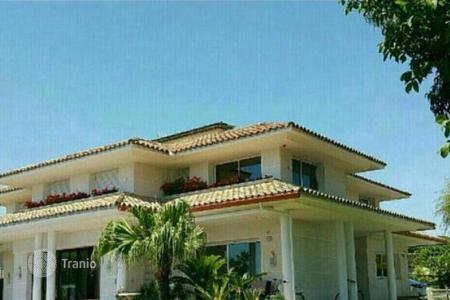 Coastal property for sale in Badalona. Detached property surrounded by vineyards, just 5 minutes from the beach