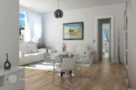 Apartments for sale in Tuscany. Two-bedroom apartment with two balconies, in a renovated building, Florence, Italy