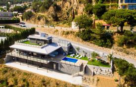 4 bedroom villas and houses to rent in Costa Brava. New three-storey villa with a swimming pool and a garden, in an elite residence, Tossa de Mar, Spain