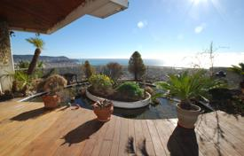 Luxury 3 bedroom apartments for sale in Côte d'Azur (French Riviera). Superb penthouse with panoramic sea view