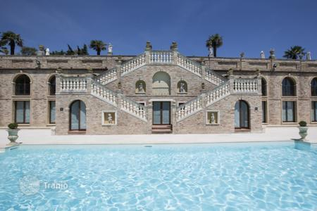 Property for sale in Marche. Built in the second half of '600, the villa reaches its peak at the beginning of'700, when the papal delegate of the prov