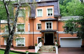 Villa with a terrace and a garden next to the park, in the fifth district of Prague, Czech Republic for 2,613,000 €
