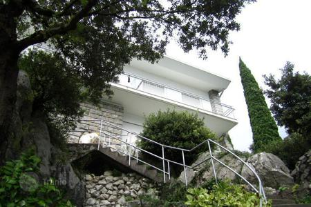 Luxury residential for sale in Malcesine. Villa - Malcesine, Veneto, Italy